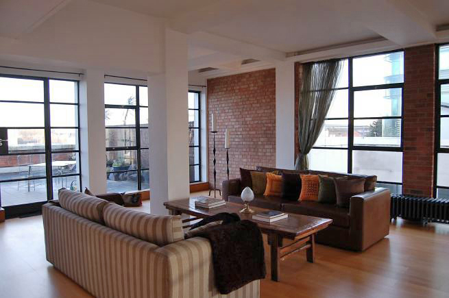 Large central loft apartment with lots of natural light and a roof terrace with views over Kings Cross.