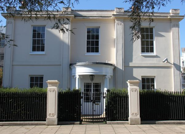 Double fronted Georgian house with original features, right next to the Thames with a stunning sweeping staircase. NB- Stills or smaller shoots preferred.