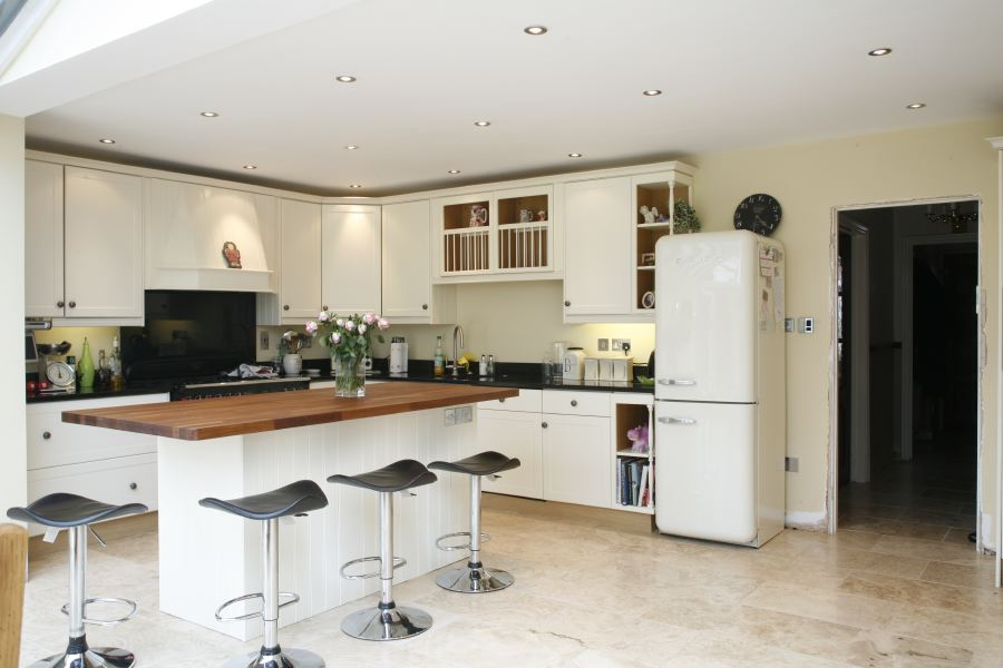 Fantastic Kitchen With A Breakfast Barisland Location
